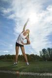 Девушка делая спорт работает outdoors Стоковые Изображения RF
