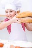 Девушка делая хлеб Стоковые Фотографии RF