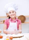 Девушка делая хлеб Стоковые Изображения RF