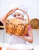 Девушка делая хлеб Стоковое Изображение RF
