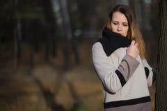Девушка женщины в красоте страны поля Стоковые Фото