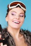 Девушка женщины усмехаясь в лыже гуглит Стоковое Фото