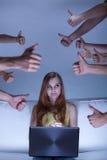 Девушка живя в виртуальном мире Стоковое Фото