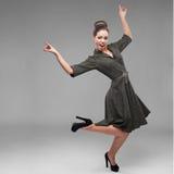 Девушка жизнерадостных танцев ретро Стоковое Фото