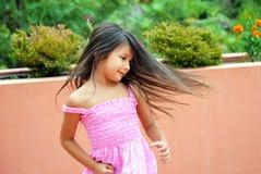 Девушка закручивая & танцуя стоковое изображение rf