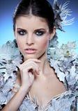Девушка зимы в роскошном пальто фантазии стоковое фото
