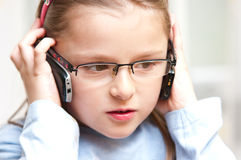 девушка знонит по телефону 2 стоковые изображения rf