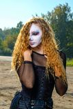 Девушка зомби с подбитыми глазами и кровопролитный рот на хеллоуине Стоковое Изображение RF