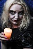 Девушка зомби с подбитыми глазами и кровопролитный рот на хеллоуине Стоковые Фото