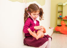 Девушка играет доктора Стоковая Фотография RF