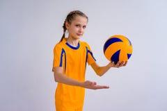 девушка играя волейбол Стоковое Изображение