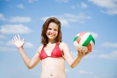девушка играя волейбол Стоковая Фотография RF