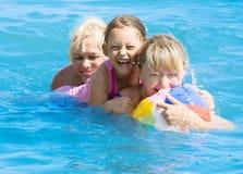 Девушка играя в воде Стоковое Изображение RF