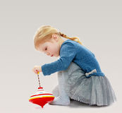 Девушка играя припевая верхнюю часть Стоковая Фотография RF