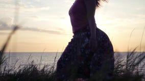 Под юбкой видео пляж, связанная и доведенная до оргазма видео