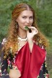 девушка имбиря с волосами Стоковое фото RF