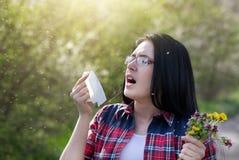 Девушка имея аллергию Стоковая Фотография