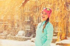 Девушка имея время потехи в парке Стоковое фото RF