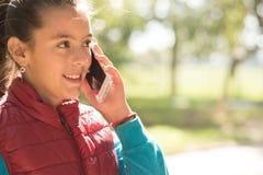 Девушка используя smartphone Стоковое фото RF