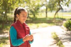 Девушка используя smartphone Стоковая Фотография