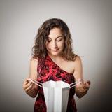 Девушка и бумажная сумка стоковое фото rf
