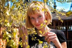 Девушка и весна стоковые фотографии rf