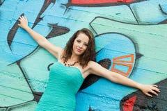 Девушка и граффити Стоковые Фото