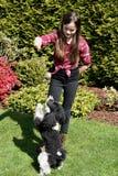 Девушка и ее маленькая собака стоковые изображения
