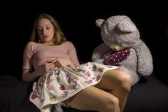 Девушка и игрушечный Стоковые Фотографии RF