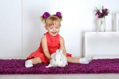 Девушка и кролик Стоковая Фотография