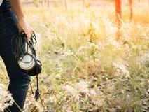 Девушка и наушник длинной очереди Стоковые Фотографии RF