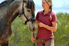 Девушка и лошадь Стоковые Изображения RF