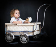Девушка и прогулочная коляска Стоковое Изображение RF
