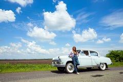 Девушка и ретро автомобиль Стоковые Изображения RF