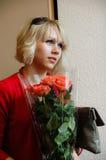 Девушка и розы Beautyful Стоковые Фотографии RF