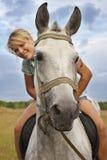 Девушка и серая лошадь Стоковые Фотографии RF