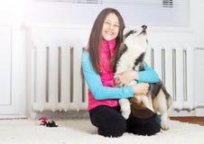 Девушка и собака стоковая фотография