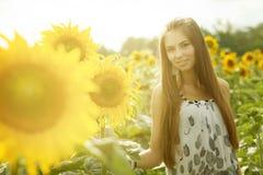 Девушка и солнцецветы Стоковое Изображение