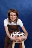 Девушка и торт стоковые фотографии rf