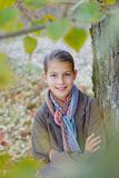 Девушка идя в парк осени Стоковое фото RF