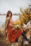 Девушка идя в тростники Стоковые Фотографии RF
