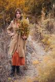 Девушка идя в тростники Стоковое Изображение RF