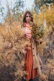 Девушка идя в тростники Стоковое фото RF