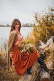 Девушка идя в тростники Стоковые Фото