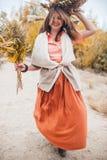 Девушка идя в тростники Стоковое Изображение