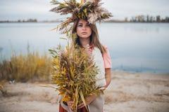 Девушка идя в тростники Стоковая Фотография RF