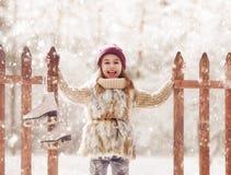 Девушка идя конек Стоковая Фотография