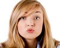 девушка камеры дает поцелуй к детенышам Стоковые Фотографии RF