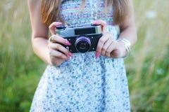девушка камеры старая Стоковые Изображения RF