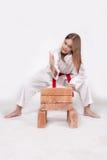 Девушка карате ломает кирпичи 1 Стоковые Фотографии RF